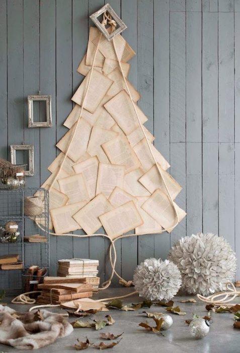 árbol de navidad con hojas de papel