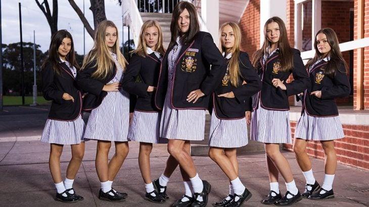 chicas con uniforme y falda larga