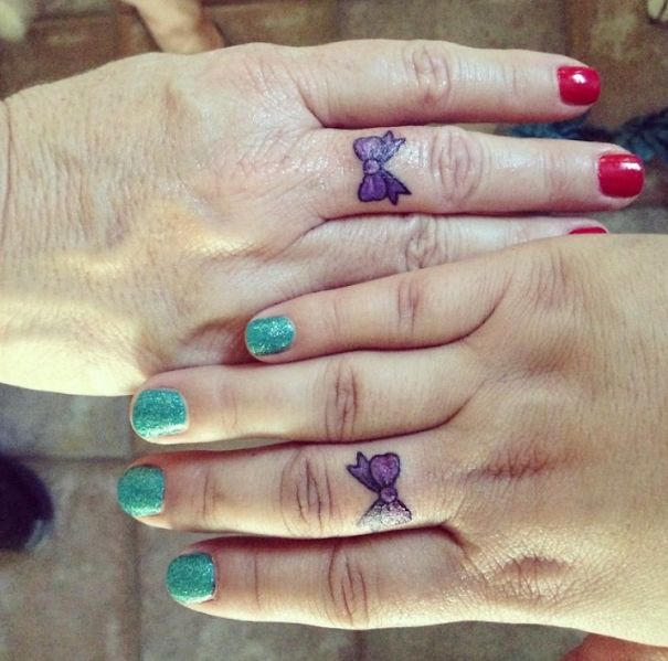 tatuajes madre e hija moño