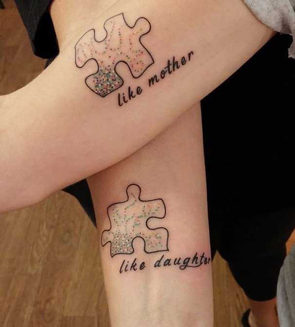 tatuaje madre e hija piezas rompecabezas