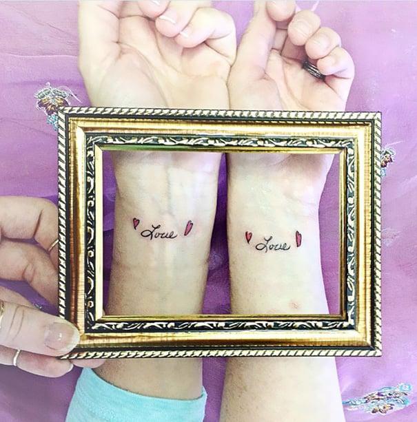 tatuaje madre e hija love