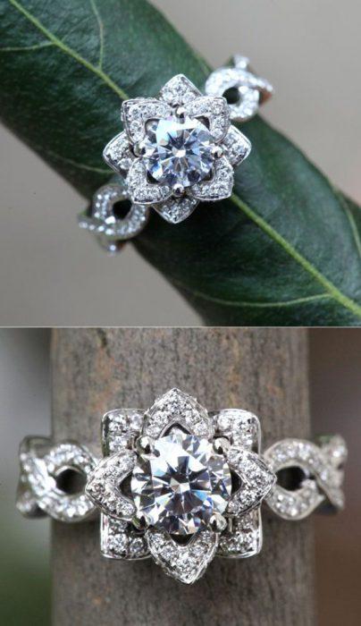 Anillo de compromiso con diseño vintage en forma de corona