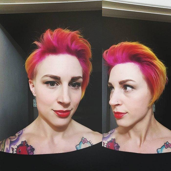 Chica con el cabello corto con teñido con el estilo sunset hair