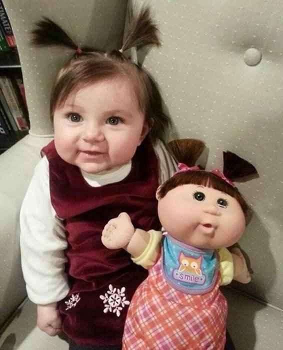 cosas que se parecen a otras, niña que es igual a su muñeca cabatch patch