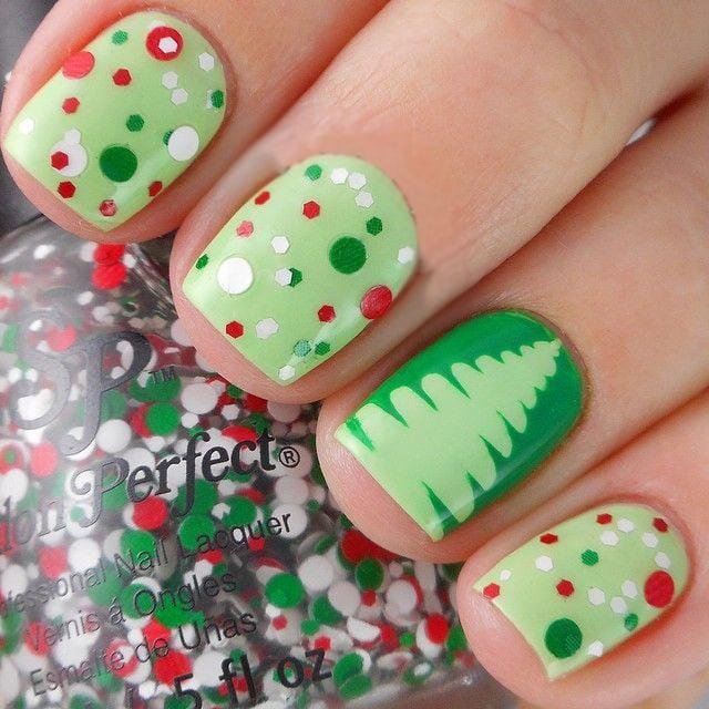 Diseños de uñas navideños con pinos verdes