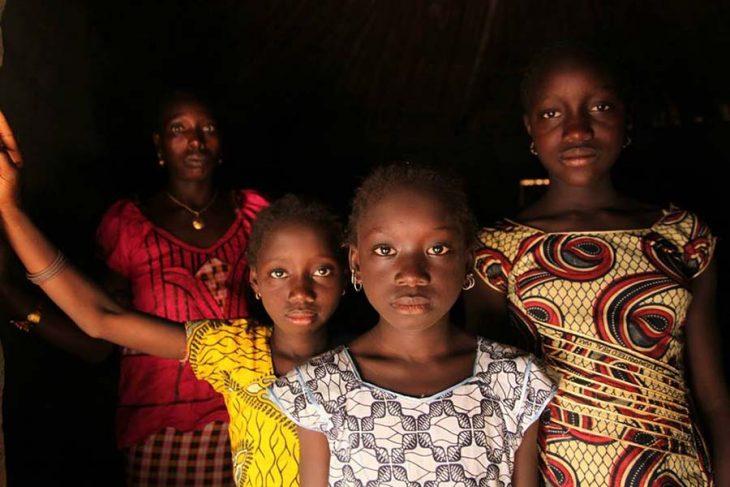 niñas africanas Gambia mutilación genital