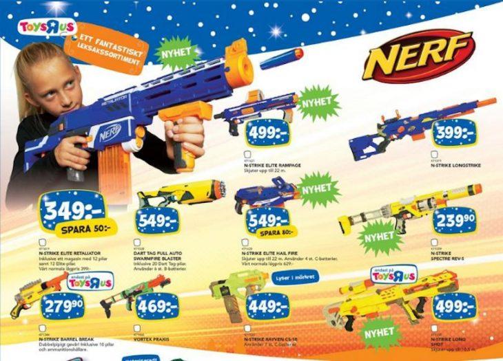Niña jugando con una pistola nerf