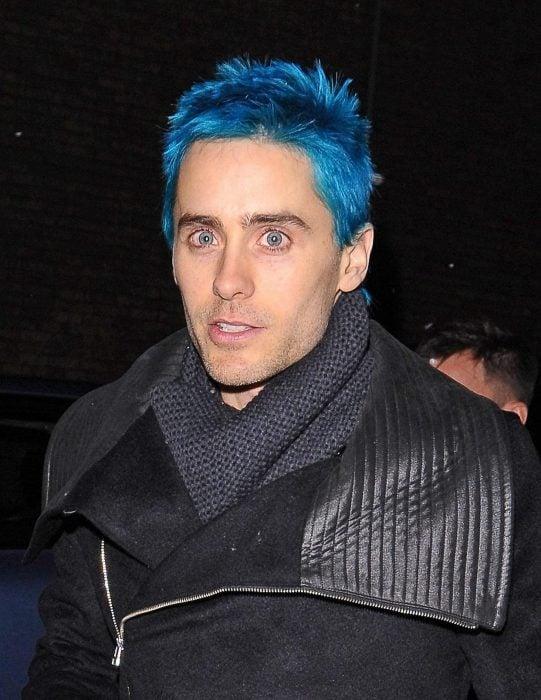 Jared Leto con el cabello azul