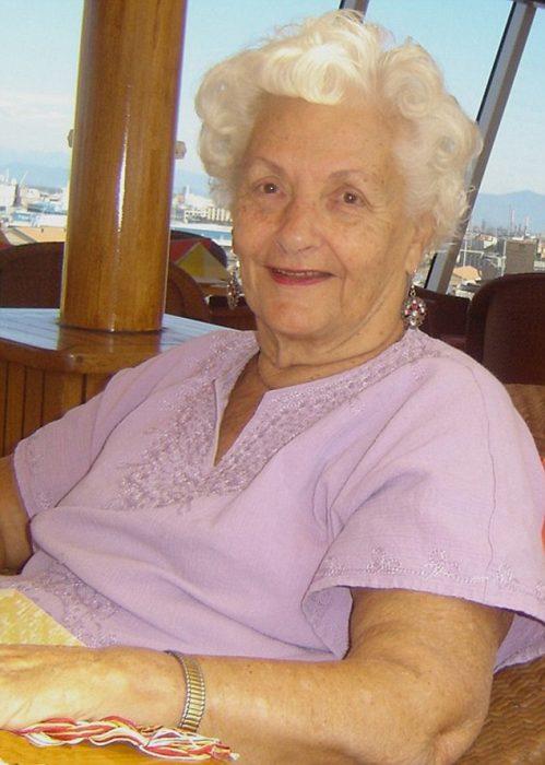 Lee Wachtstetter, mujer de 87 años que vive en un crucero