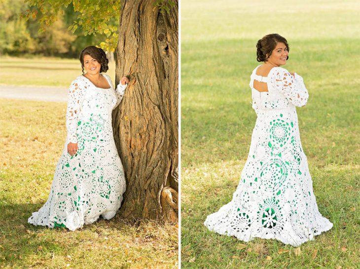 Tardó 8 meses y gastó 70 dólares en tejer su vestido de boda