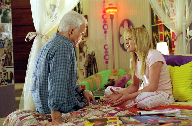 Padre conversando con su hija