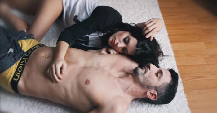 Emotivo cortometraje que te cuestiona sobre lesa relación con tu ex pareja ¿qué fue lo que paso? sin encontrar ninguna respuesta, hasta que al fin te resignas y aceptas que su destino no era estar juntos