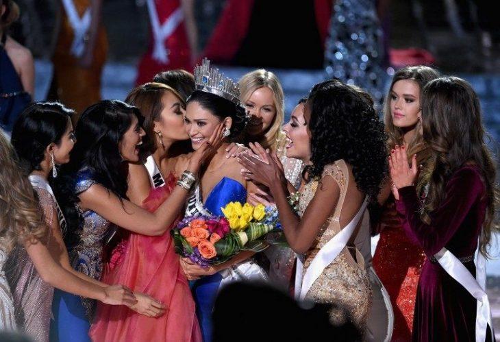 Pia Alonzo es felicitada