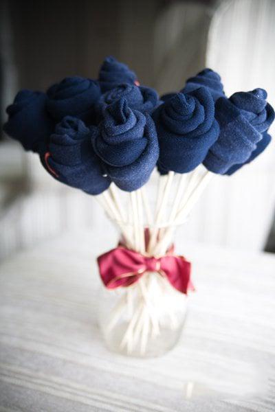 Regalos que puedes hacer por ti misma, calcetines envueltos en forma de flores