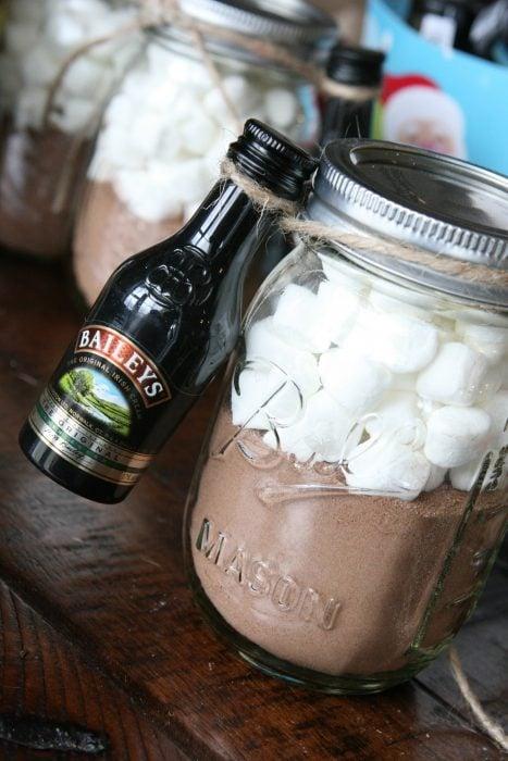 Vaso mason jar con chocolate y bombones