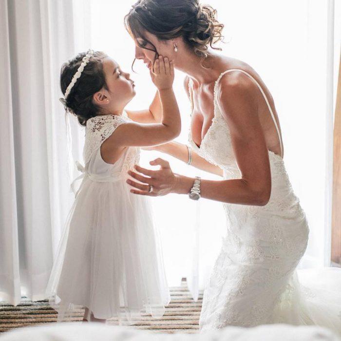 Madre junto a su hija el día de su boda