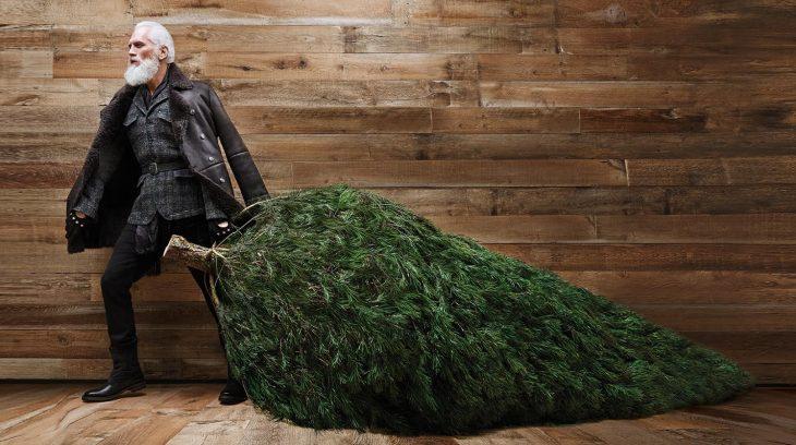 Santa claus fashion con un pino de navidad