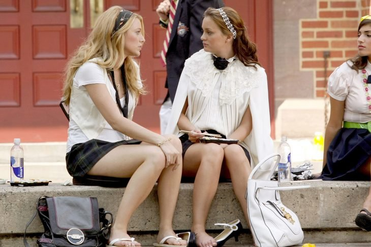blair y serena de la serie gossip girls hablando