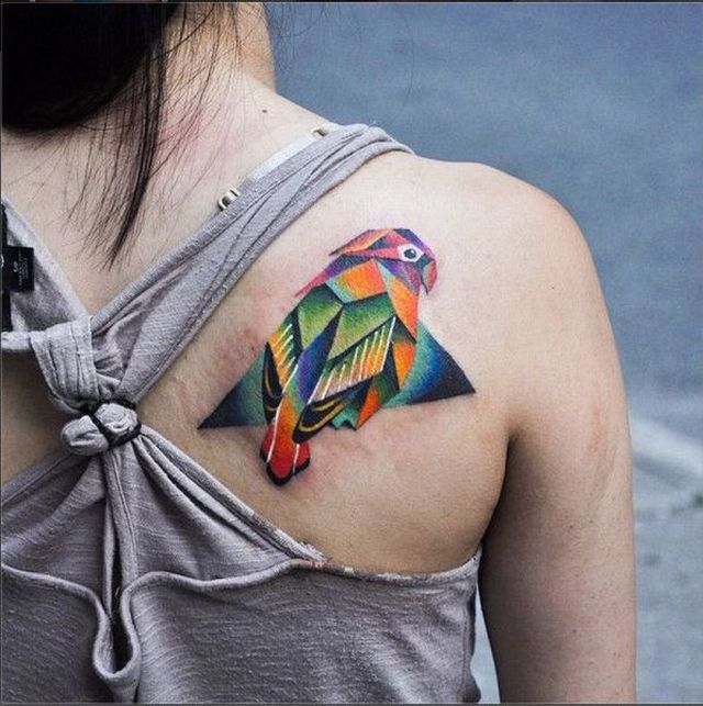 Tatuaje perico de colores