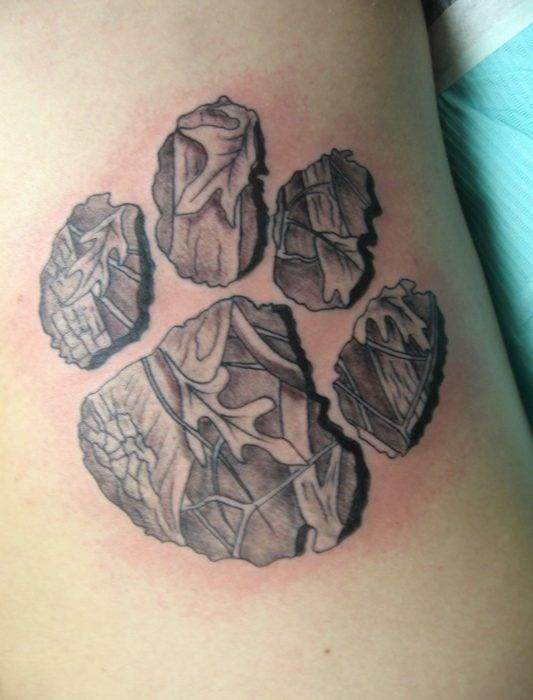 Tatuaje huella con relieve y textura