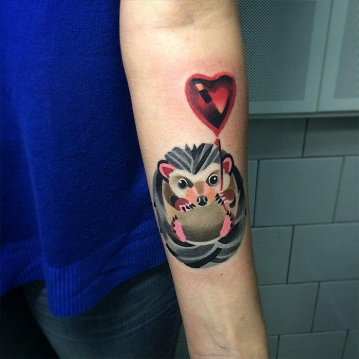 Tatuaje de erizo de colores