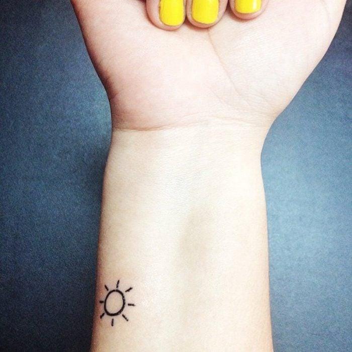 Tatuajes miniatura sol