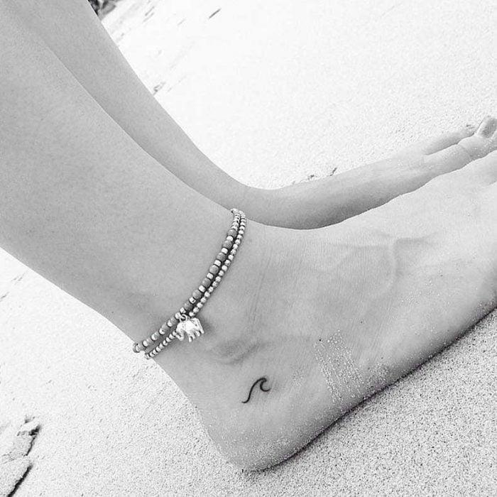 Tatuajes miniatura ola