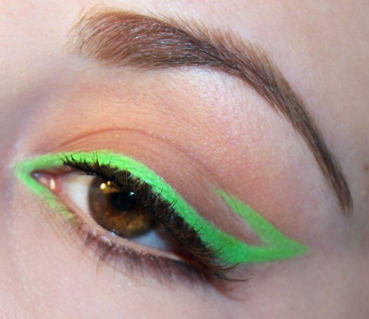 Delineado minimalista de color verde