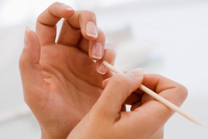 Como remover la cutícula de las uñas