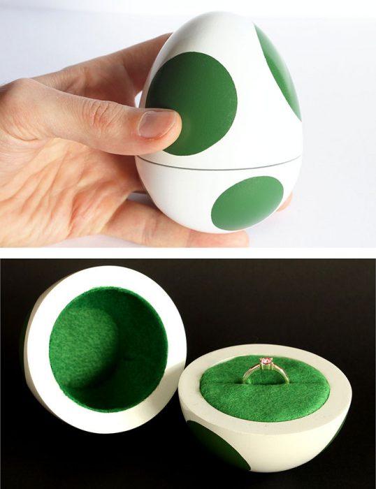 anillo de comprimiso en un huevo de mario bross
