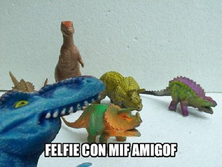 meme dinosaurio azul