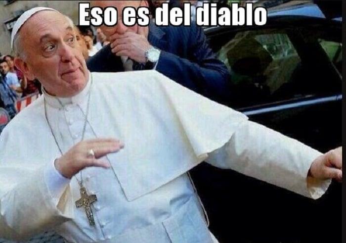 Ni el Papa Francisco se salva de los memes