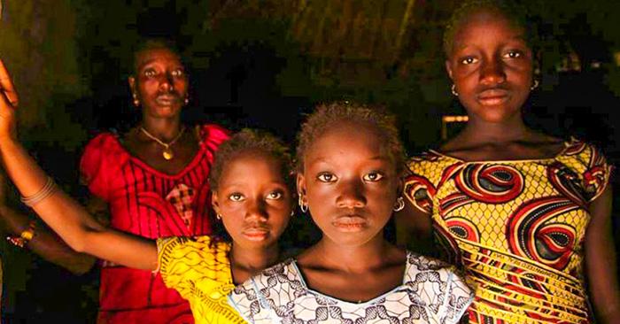 El presidente de Gambia prohibe la mutilación genital femenina en su país