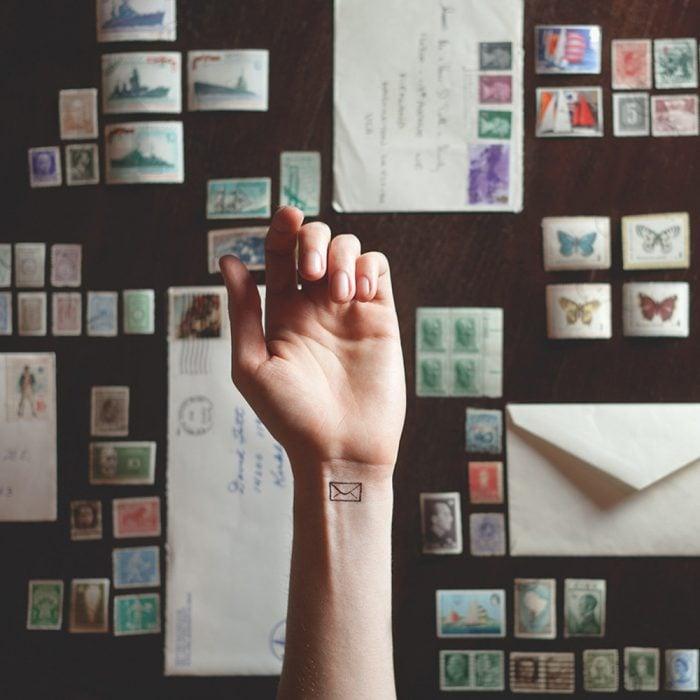 tatuajes miniatura sobre de carta