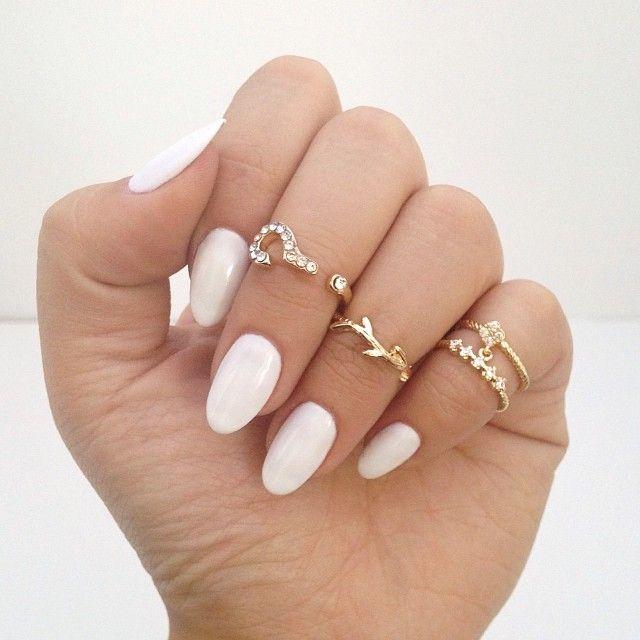 Uñas tipo ovaladas en color blanco