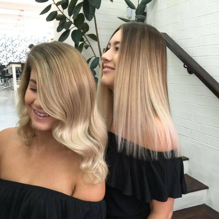 mujeres tono cabello rubio platinado desvanecido