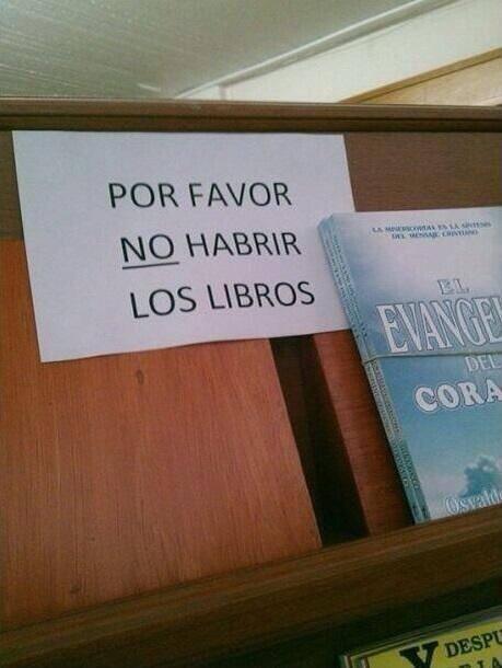 letrero en librería con falta de ortografía