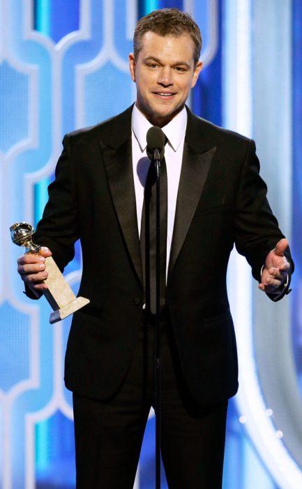 Matt Damon agradeciendo por su premio en los golden globes
