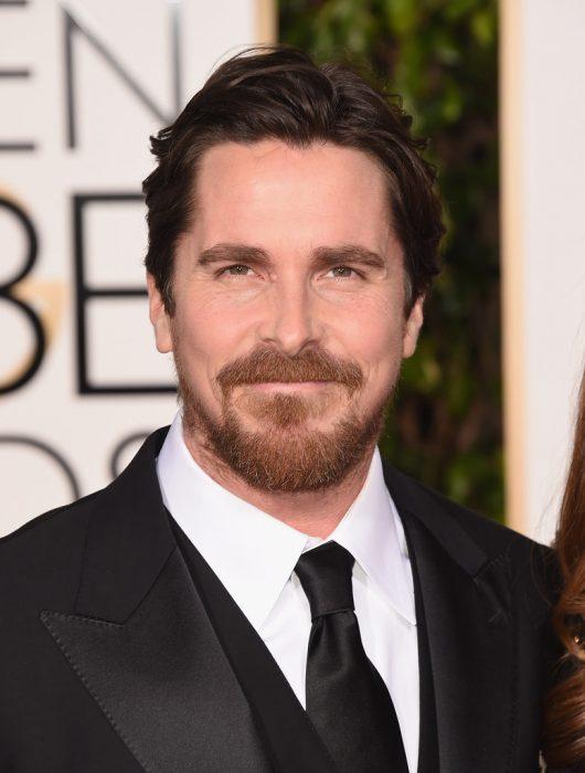 Christian Bale en la alfombra roja de los premios globos de oro