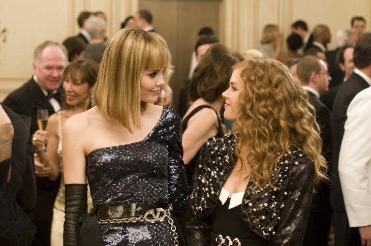 Escena de la película loca por las compras chicas en una fiesta
