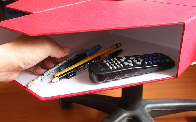 revistero de madera como mesa y cajón