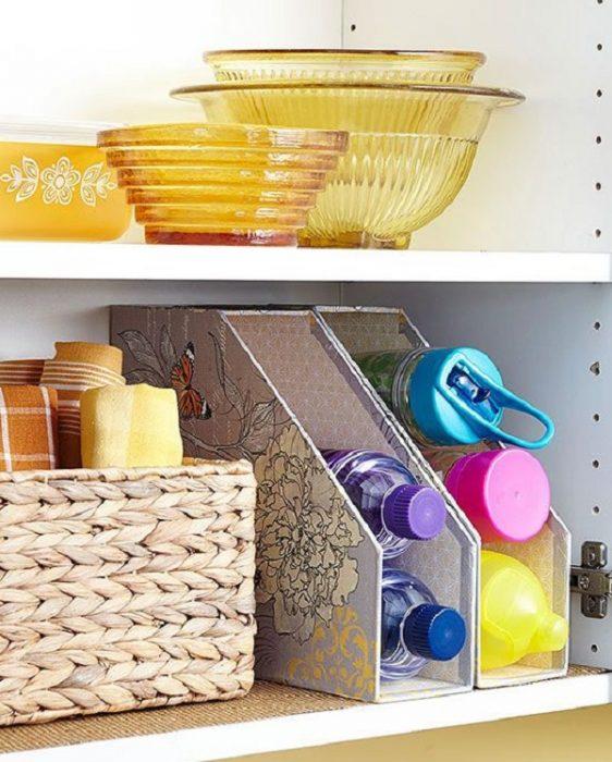 revisteros para almacenar botellas de plástico