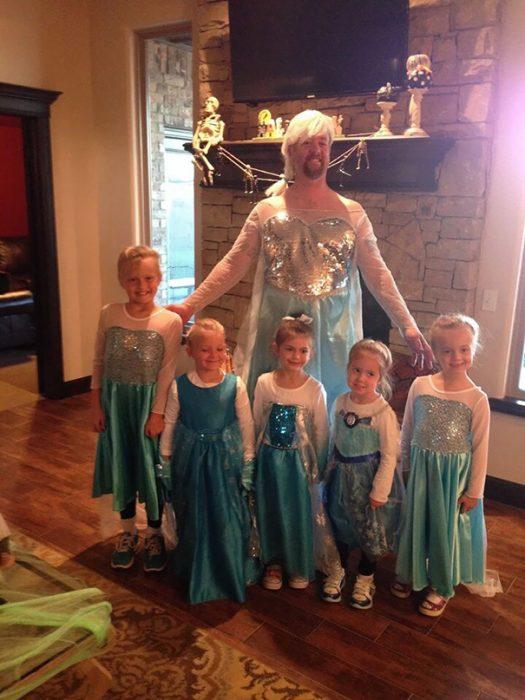 papá disfrazado de Elsa de Frozen