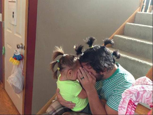 Padre e hija peinados con coletas