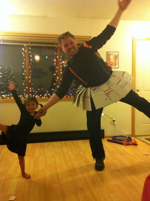 padre e hija vestidos con trajes de ballet