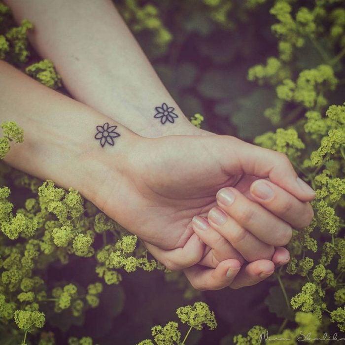 tatuajes flores pequeñas