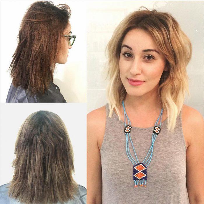 Chica antes y después de una transformación en su cabello de castaño a color rubio