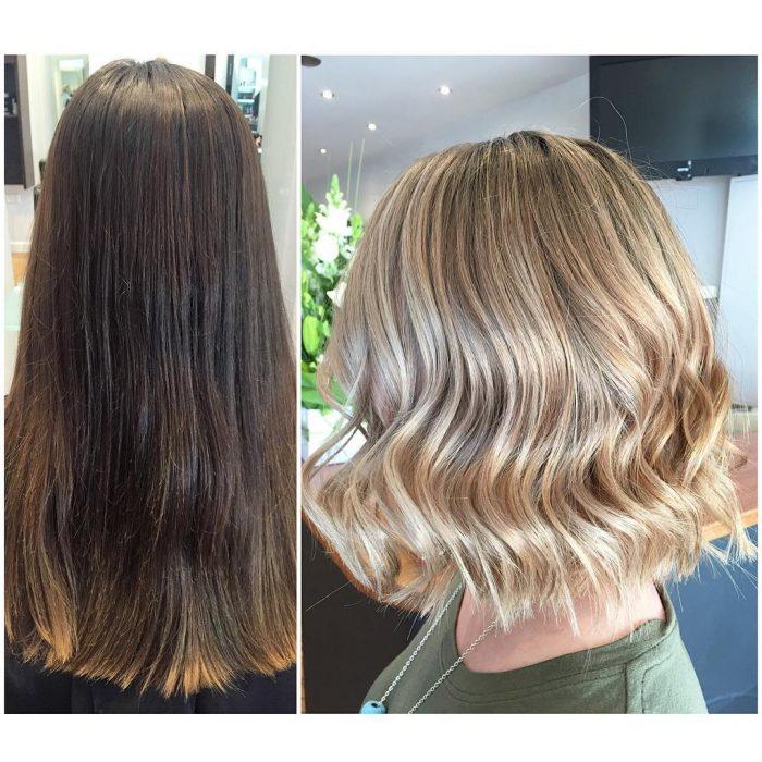 Chica antes y después de una transformación en su cabello de largo y castaño a color rubio