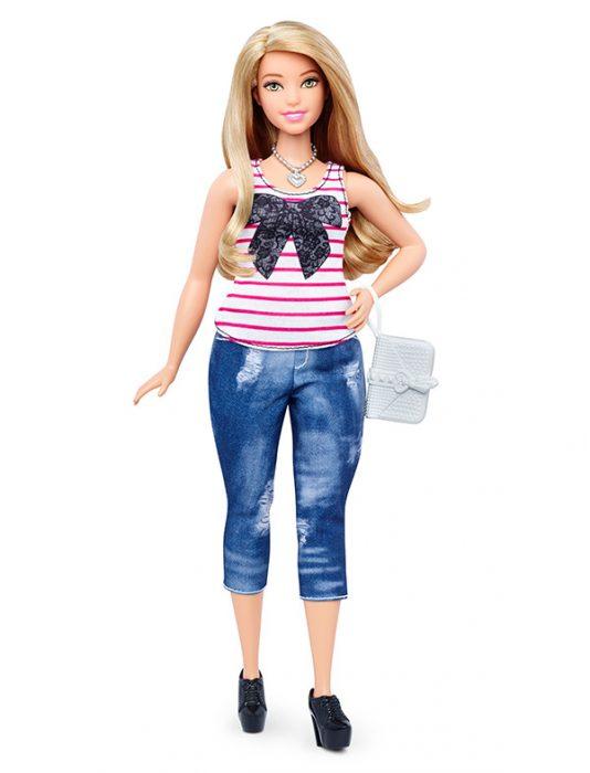 Barbie con proporciones más curvilineas