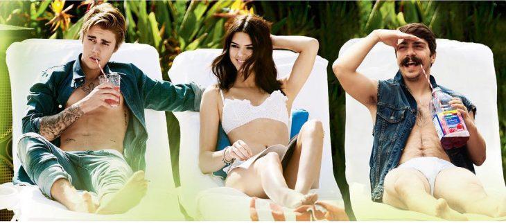 Chico apareciendo de manera divertida en las imágenes de Kendall jenner mientras ella está junto a justin bieber